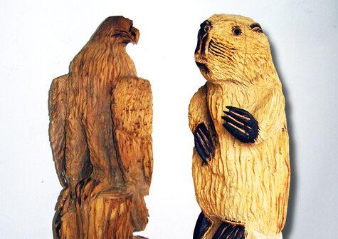 Tier-Holzskulpturen